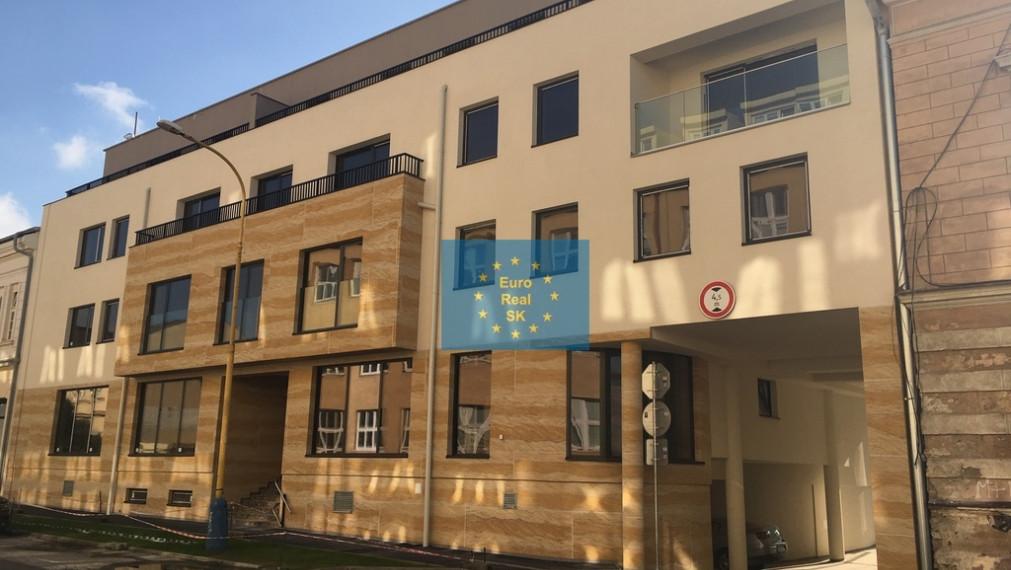 Prenájom exkluzívneho bytu v novostavbe KE - Zbrojničná ulica, parkovanie.