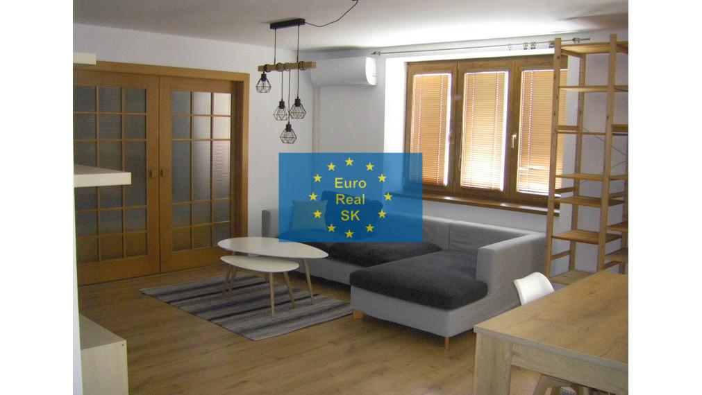 REZERVOVANÝ!!  Ponuka na prenájom 2 izb. byt v KE, pri centre, kompletne rekonštruovaný, vkusne zariadený, tiché bývanie